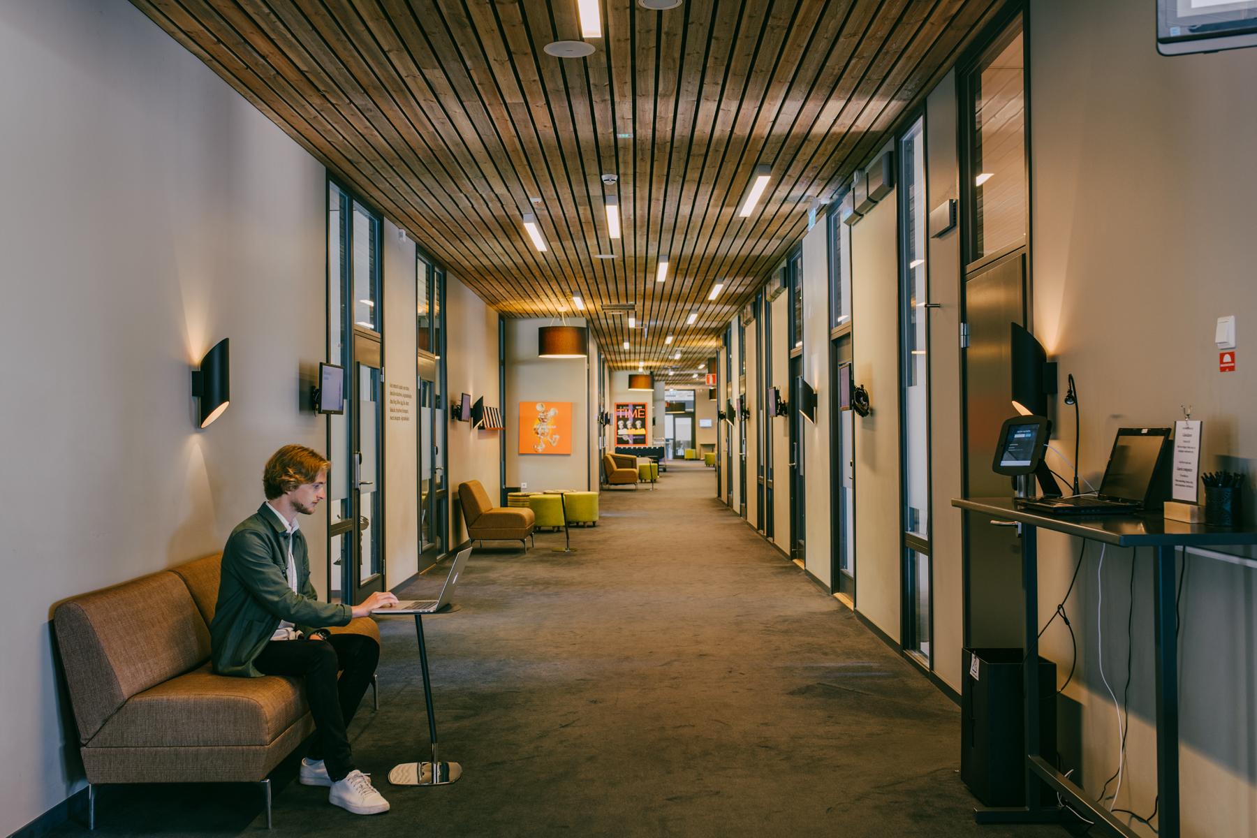korridor med konferenslokaler på sigtunahöjden