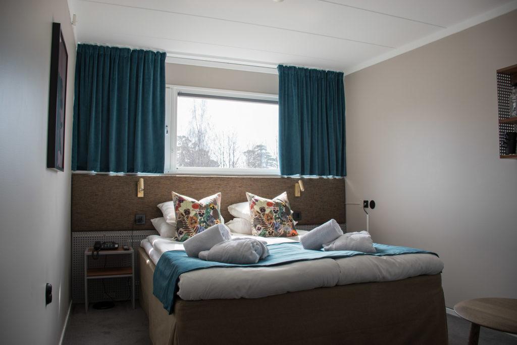 hotellrum dubbelrum säng